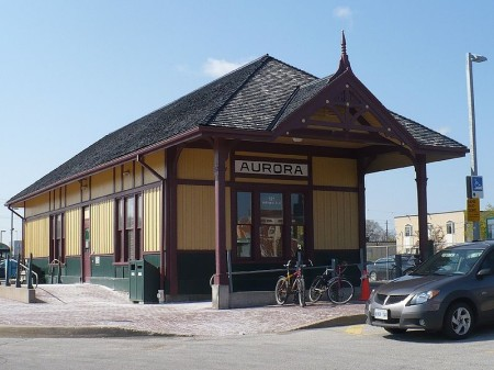 Aurora, Ontario, Yonge Street, Highway 11 train station GO