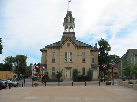 Yonge Street Highway 11 Town Hall Newmarket, Ontario highway11.ca