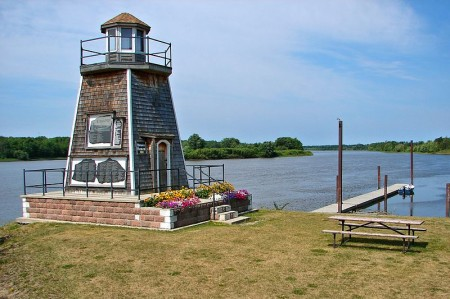 Barwick, Ontario's lighthouse, highway11.ca