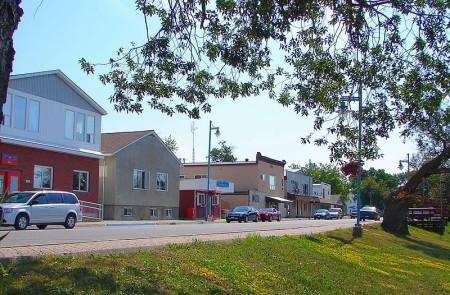 Emo, Ontario, Highway 11, highway11.ca