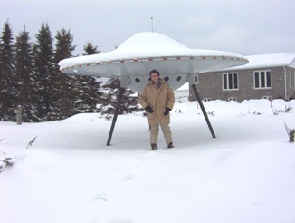 Alien ship stuck in Moonbeam, Ontario because of the cold