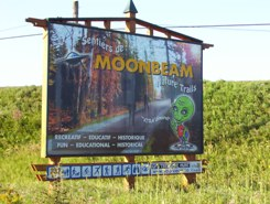 Moonbeam, Ontario welcome alien sign on Highway 11