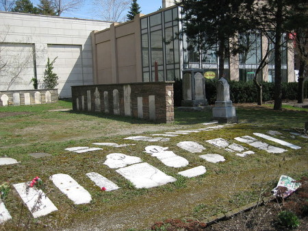 Willowdale settler cemetery, Yonge Street, Highway 11